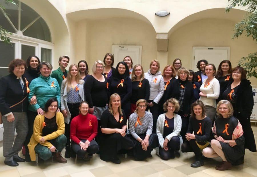 TZ: Oranžová Petřínská rozhledna na Mezinárodní den proti násilí na ženách